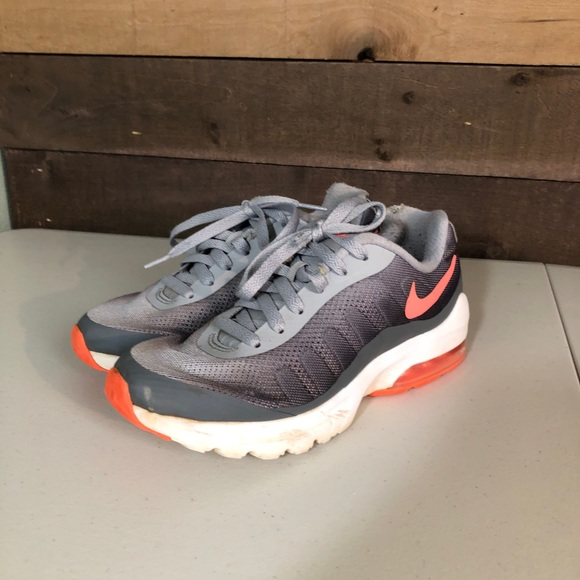 5025fb470a5 Nike Women's Air Max Invigor Running Shoe size 6